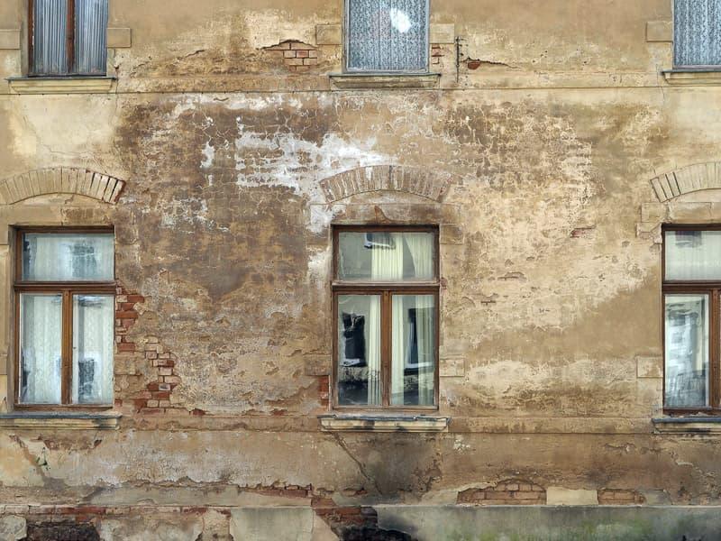 MGN-Pura - Salpeterausblühung an der Außenwand